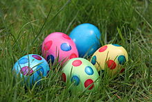 220px-20110423_Easter_eggs_(4)